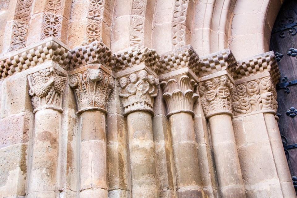 arquivoltas capiteles de portada exterior de iglesia Real Monasterio de Santa Maria de Veruela Zaragoza 02