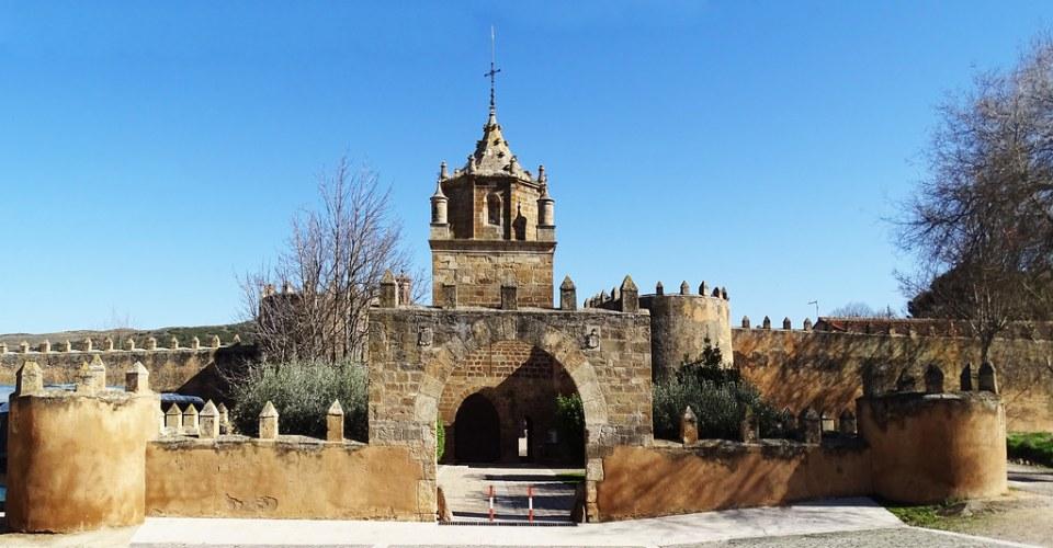entrada muralla exterior Real Monasterio de Santa Maria de Veruela Zaragoza 01