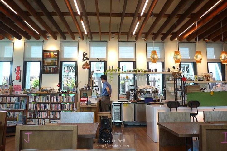 42874601522 fa712d8a6a b - 台中獨立書房│羅布森書蟲房-號稱台中最美的森林系書店