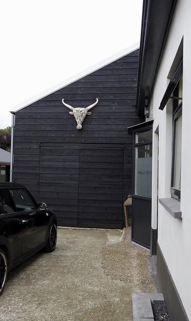 Garage zwarte planken gewei