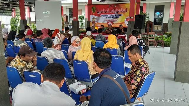 Suasana Sosialisasi Pilkada 2018 oleh PPK Besuki di Kantor Kecamatan Besuki (21/6)