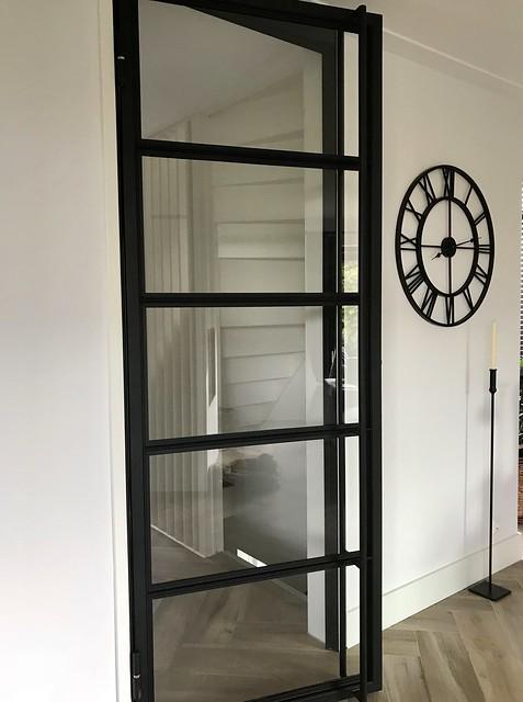 Stalen deur zwart landelijk interieur