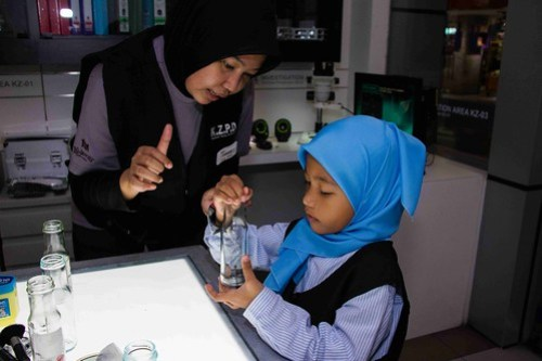IMAGE 3 - Be a forensic expert and analyse different types of fingerprints at KidZania Kuala Lumpur 'KidZ & Tech 3.0' Programme