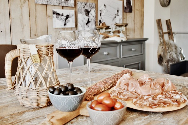 Wijnglazen kan Rivièra Maison hapjes
