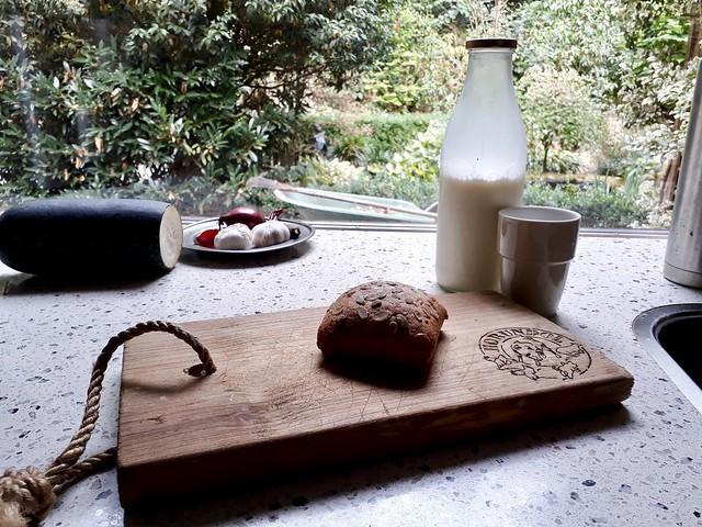 Melkfles broodplank broodje