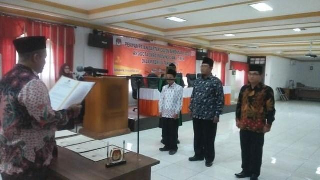 Mustofa dilantik bersama anggota KPU Surabaya dan KPU Ponorogo oleh Eko Sasmito , Kamis (23/8)