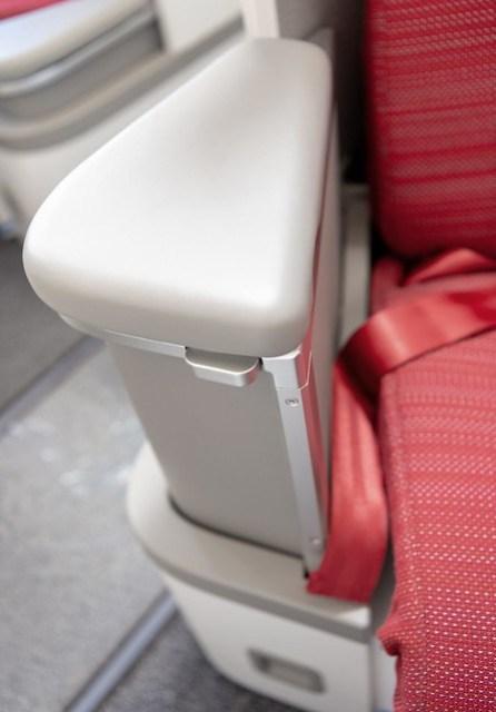 HX A350 New Business Class - Armrest