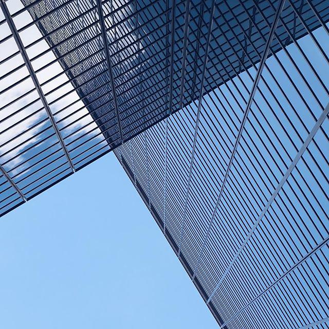 #city of #architecture #rotterdam #visitrotterdam #igrotterdam #wanderlust #travel #citytrip #vsco #vscocam #windows #blue #sky #lookup #skyscrapers #ignetherlands #citytrip #guardiantravelsnaps #guardiancities #lines #architecture_view