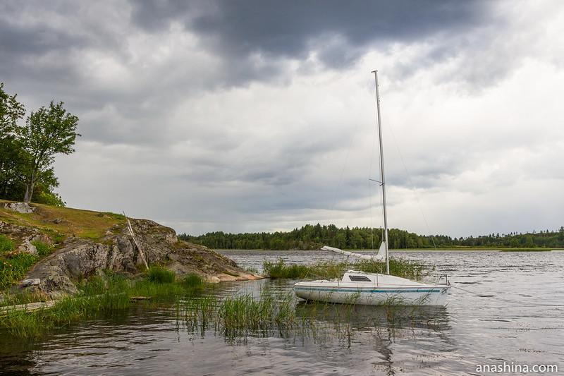 Пришвартованная яхта, Ладожское озеро, Берёзово