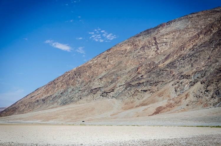 Un coche en Death Valley