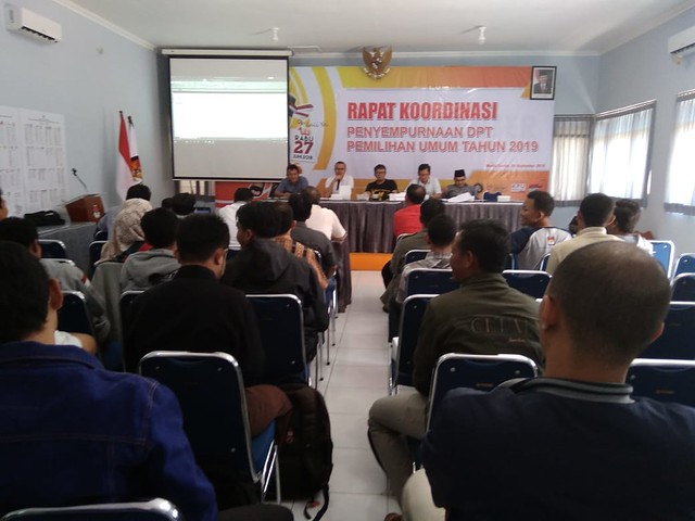 Suasana rapat koordinasi antara KPU Tulungagung, Bawaslu Tulungagung, PPK, dan pimpinan parpol terkait penyempurnaan DPT di gedung Media Center (9/9)