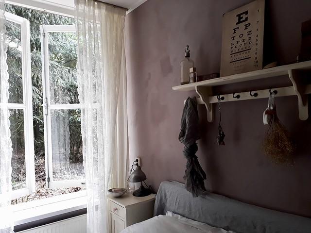 Kapstok muur slaapkamer brocante