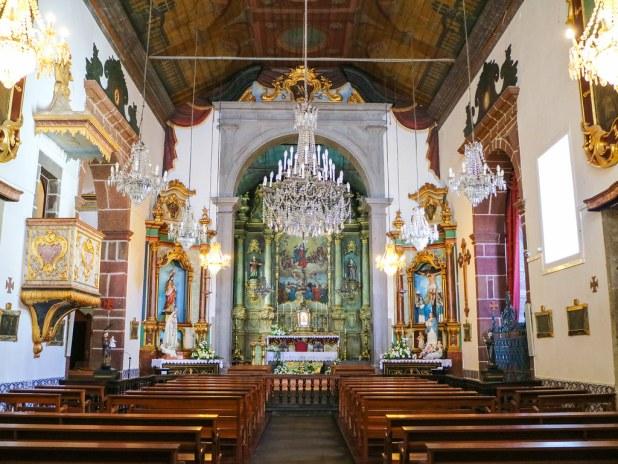Interior de la iglesia del barrio do Monte