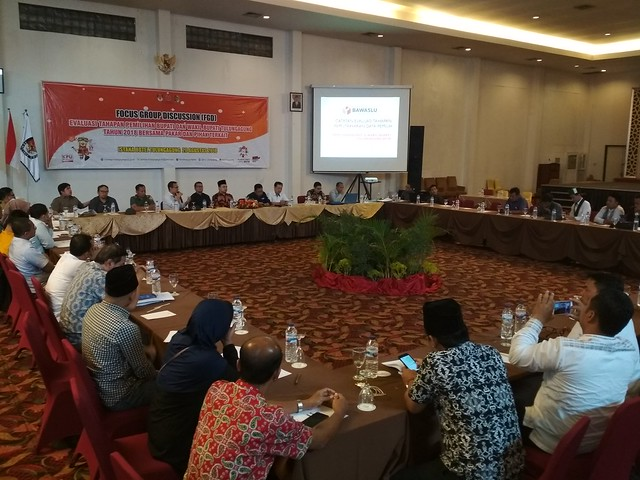Suasana Evaluasi Tahapan Pemilihan Bupati dan Wakil Bupati Tulungagung, digelar KPU Tulungagung di Hotel Istana Tulungagung (20/8)