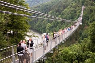 Fußgängerhängebrücke TitanRT