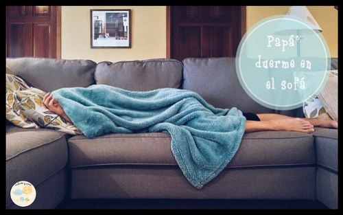 Papá duerme en el sofá