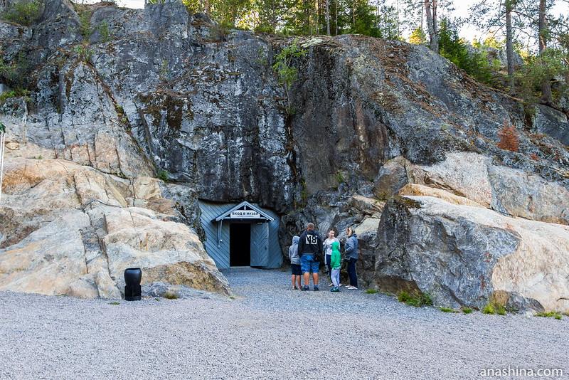 Вход в музей, Гора Филина, Хуухканмяки, Лахденпохья
