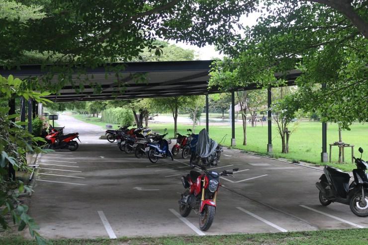 สถานที่จอดรถจักยานยนต์