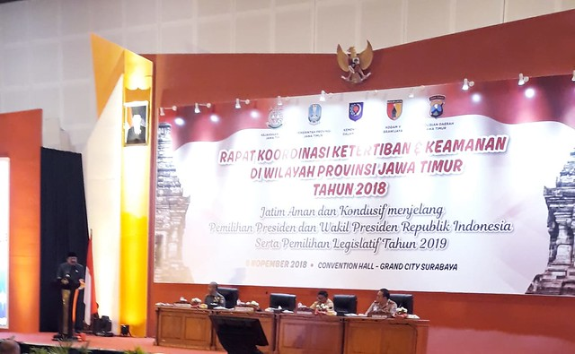 Gubernur Jawa Timur Soekarwo saat menyampaikan sambutan dalam Rakor Ketertiban dan Keamanan Wialayah Jawa Timur di Grand City Surabaya (6/11)