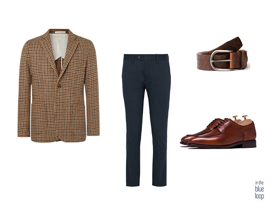 Look smart-casual con cinturón nublo de blue hole, blazer de tweed, chinos azul marino y zapatos derby en marrón