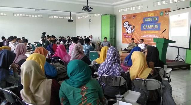 Suasana KPU Goes to Campus di STAI Diponegoro Tulungagung (25/10)