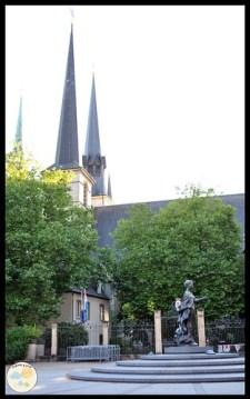 Luxemburgo con niños. Monumento a la Gran Duquesa Carlota
