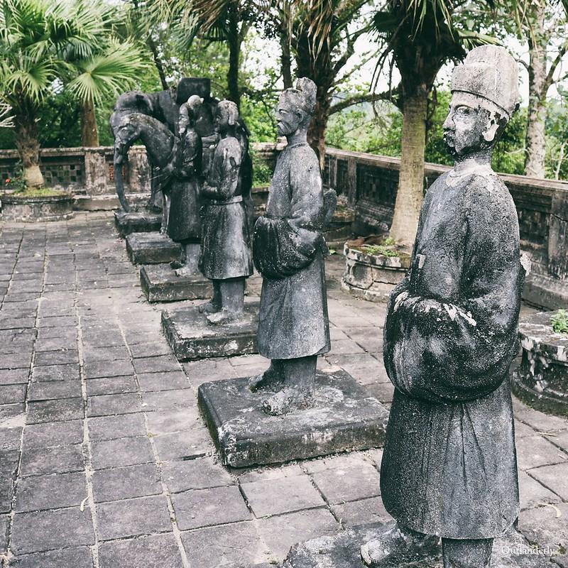Statues Khai dinh