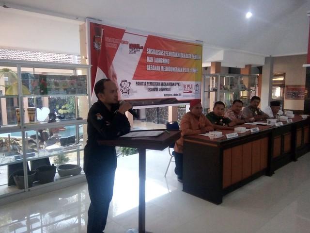 Suasana launching GMHP di Kantor Kecamatan Kedungwaru oleh PPK Kedungwaru (4/10)