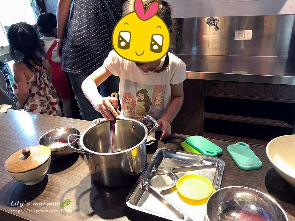 煮飯是一定要的,大廚小妮要煮魚湯給我喝哦!
