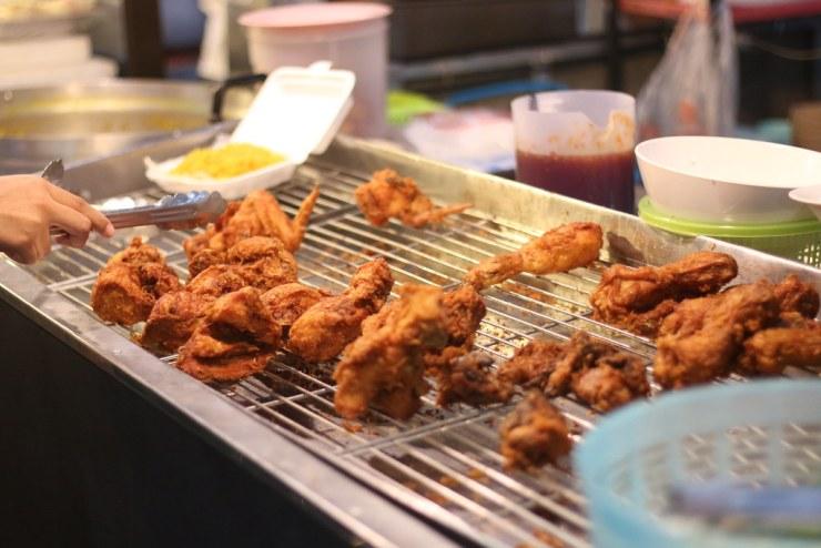 หนังไก่ทอดกรอบๆ เนื้อนุ่ม - ร้านวานิด้า ต้นตำหรับไก่ทอดหาดใหญ่