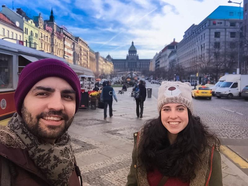 Praga en Navidad | Plaza Wenceslao con el Museo Nacional de Praga al fondo | ClickTrip.ES