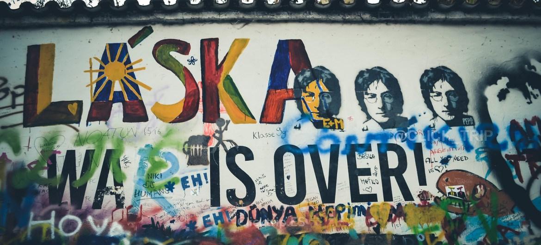 Detalles del muro de John Lennon