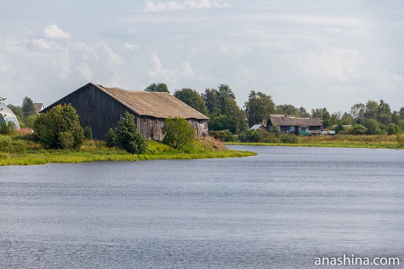Деревянные дома на реке Олонке