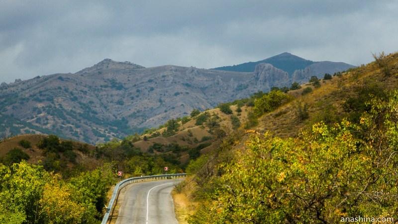 Серпантин в горах, Крым