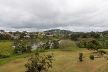 Ik sliep die dag in Oyem, en had vanuit mijn kamer een mooi uitzicht op het stadje met 60.000 zielen.