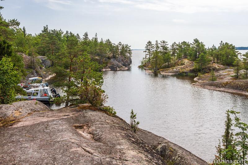 Узкий пролив между скалами, Хонкасало, Ладожское озеро