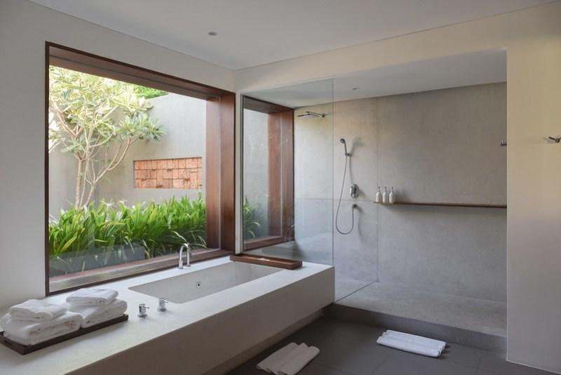 the bathroom at the bale phnom penh