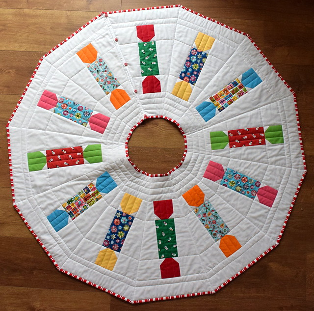 Christmas Cracker Tree Skirt (class project)