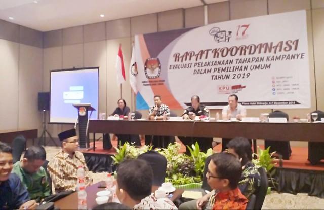 Suasana rakor evaluasi tahapan kampanye pemilu 2019 di Premier Place Hotel Sidoarjo (7/12)