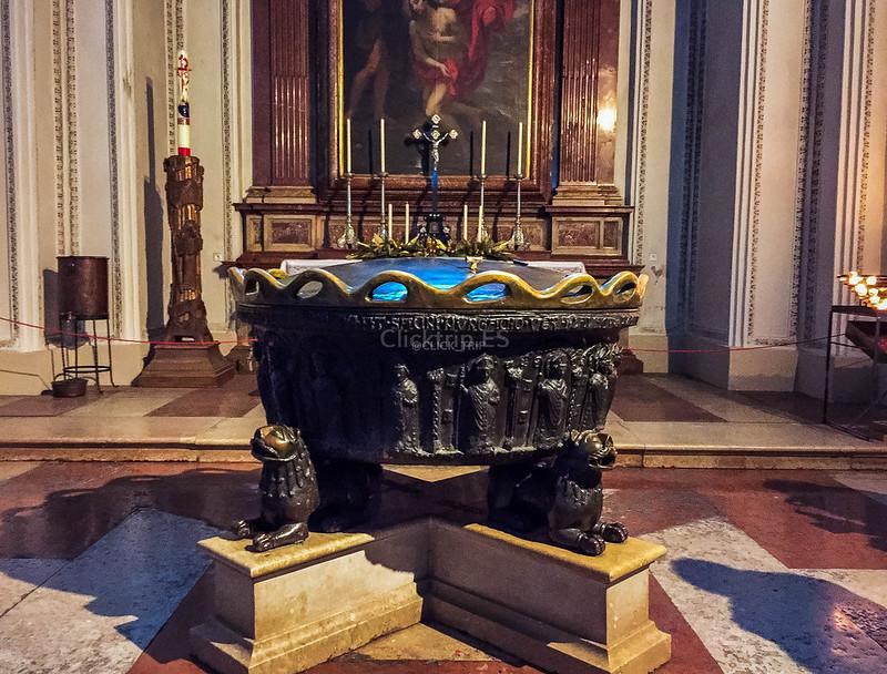 · Qué ver en Salzburgo en un día · Pira bautismal en la Catedral de Salzburgo · Austria · Salzburg · Click_Trip ·