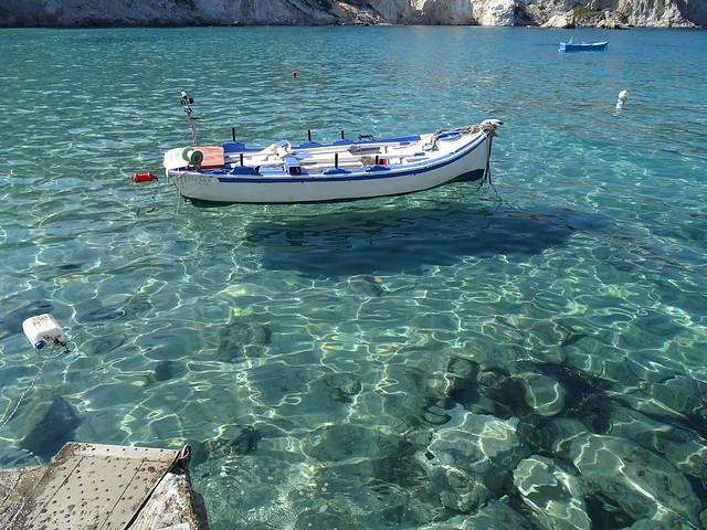 Klares Wasser mit Boot