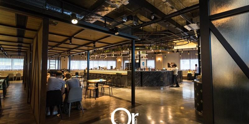 香港住宿|荃灣旭逸酒店,位在荃灣,前往迪士尼或東涌 OUTLET 都很快,具備超大住宿空間非常舒適的住宿品質