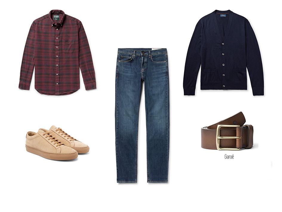 Look 02 copiaVaqueros o jeans, camisa de cuadros, cardigan azul, cinturón Garoé de blue hole y sneakers