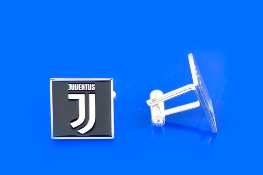 spinki srebrne z logo klubu piłkarskiego