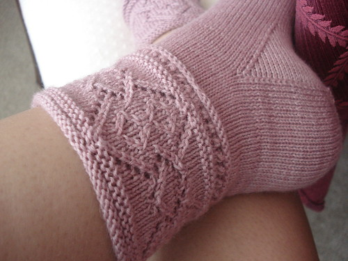 I really like the cuff with plain stockinette look of these!
