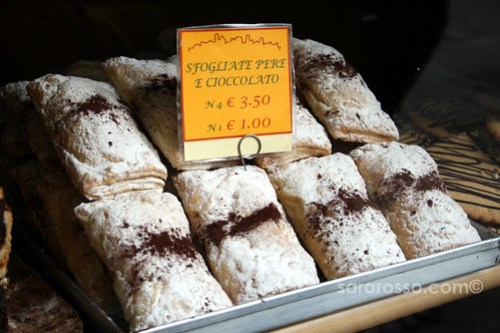 Sfogliate Pere e Cioccolato - Pear and Chocolate Pastries in Bergamo Alta, Italy