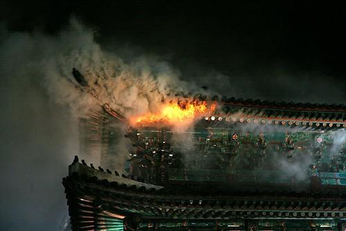 800px-Namdaemun-Fire-16.PNG