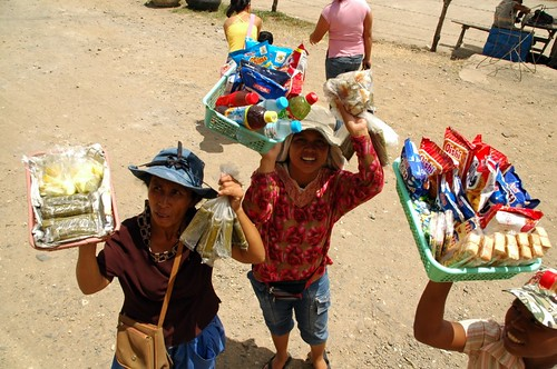 women selling snacks suman and refreshment for bus passengers Negros peddler  vendor Pinoy Filipino Pilipino Buhay  people pictures photos life Philippinen  菲律宾  菲律賓  필리핀(공화�) Philippines softdrinks biscuit crackers kakanin food