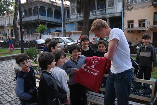 We played football with a group of kids in gudishvilis garden, and in the end I gave them my favorite Samfundet t-shirt to remember the strange norwegians who dropped by.