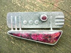 Data Garnet pin pendant